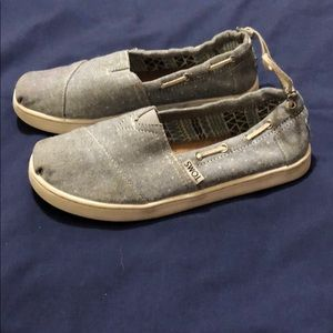 Girls TOM shoes size 2.5